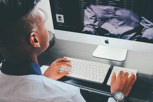 Spar energi på jobbet og få andre til at skrive en pressemeddelelse